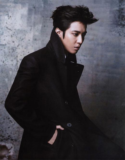 韓国雑誌「Singles」12月号CNBLUEチョン・ヨンファのグラビア写真3