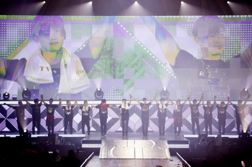 東方神起、4年ぶりのソウルコンサートに2万5千人が大熱狂
