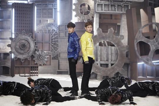 東方神起、新曲「Humanoids」のミュージックビデオがついに公開