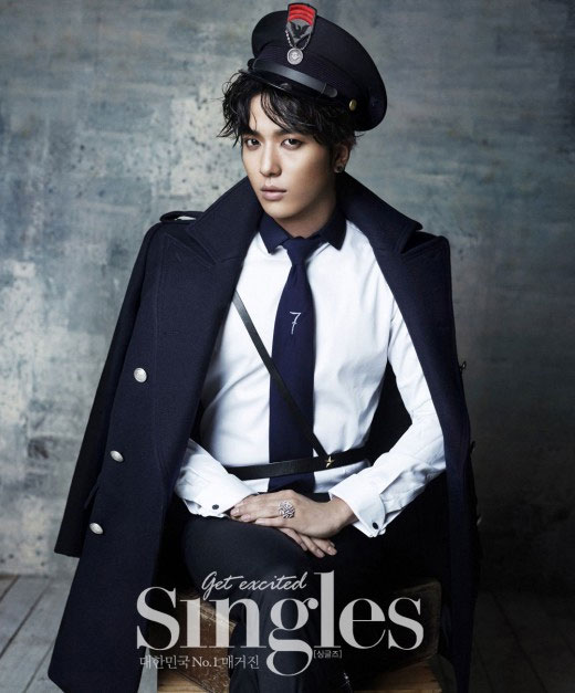 韓国雑誌「Singles」12月号CNBLUEチョン・ヨンファのグラビア写真