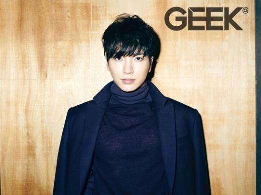 SUPER JUNIORイトゥク、韓国雑誌「GEEK」入隊直前グラビア公開!