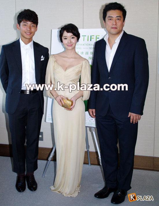 イ・ジョンヒョン、ソ・ヨンジュ、カン・イグァン監督の写真1