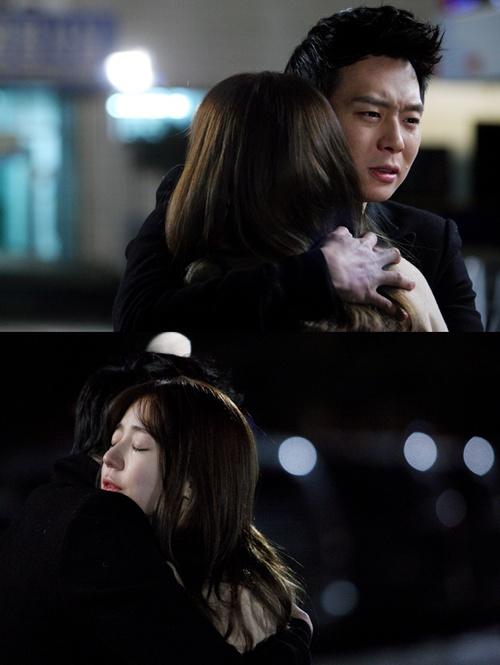 パク・ユチョン&ユン・ウネの涙の抱擁写真公開!