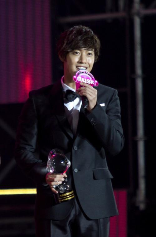 キム・ヒョンジュン、中国最高の人気海外歌手賞を受賞!