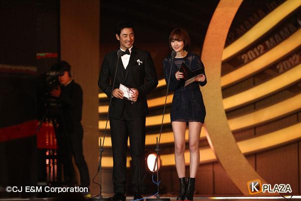 2012 Mnet Asian Music Awards in 香港 フォトギャラリー ユン・シユン&パク・シネ、キム・ソンス&コ・ジュニ、キム・グァンウ&チョ・ユニ編