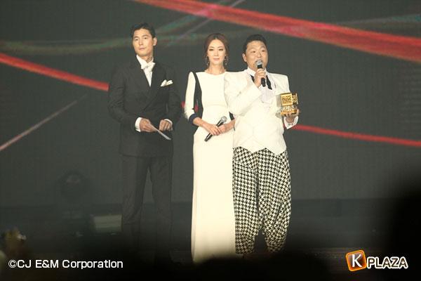 2012MAMA_GrandPrize_PSY&Jungwoosung&Choijiwoo-(2)