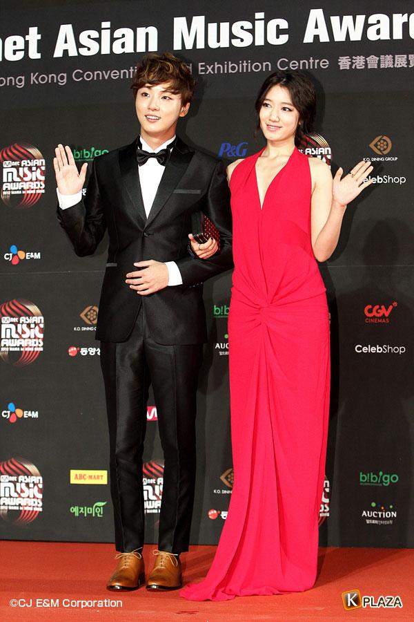 MAMA2012_Parkshinhye&Yunsiyun-(4)