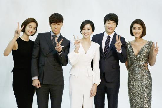 クォン・サンウ、スエ、東方神起ユノ・ユンホなどドラマ「野王」オフショット写真公開!