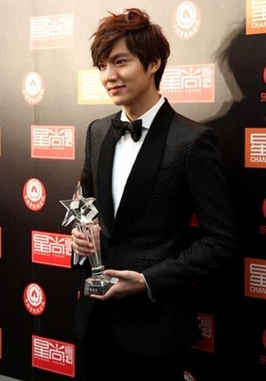イ・ミンホ、中国最高の授賞式で「アジア最高人気賞」受賞