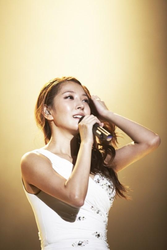 BoA(ボア)、初の韓国単独コンサートの成功に感謝の言葉と熱い涙