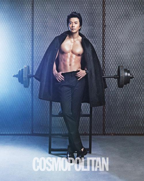 クォン・サンウ、「COSMOPOLITAN」2月号で女性心溶かす肉体を披露!