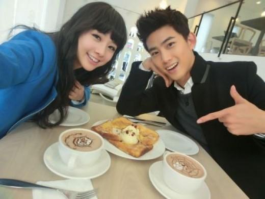 2PMテギョンとオ・ヨンギョルが仮想夫婦の仲良しツーショットを公開