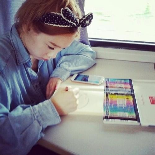 少女時代テヨン、絵の練習に集中モードでテヨン画伯!