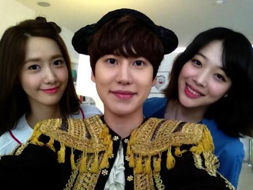 Super Juniorギュヒョン、少女時代ユナとf(x)ソルリと一緒に広告撮影