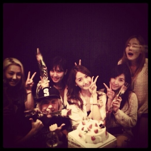少女時代ユナ、メンバーと迎えた誕生日写真がかわいすぎと話題に!
