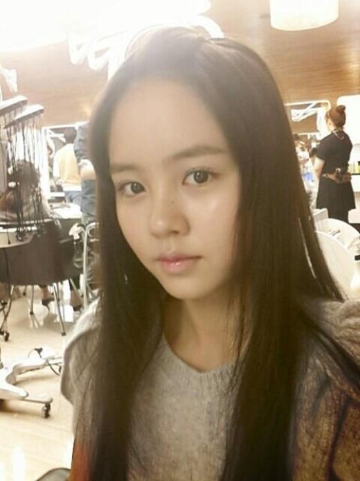 14歳の女優キム・ソヒョンが美しいセルフショットを公開