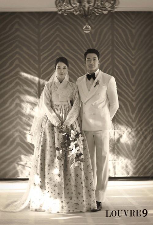 チョン・ソクウォンとペク・チヨン、タキシードとチマチョゴリの素敵な結婚写真!