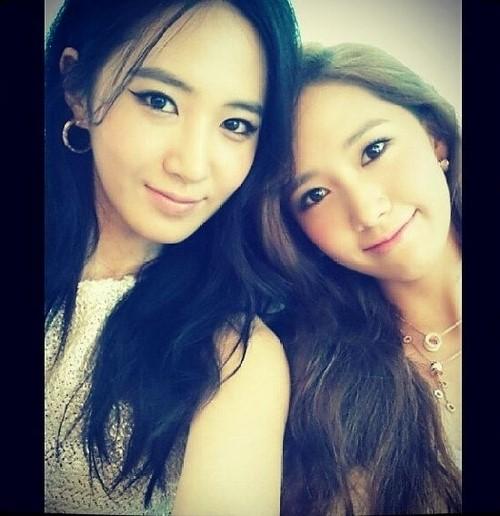 少女時代の美人ツートップ、ユリ&ユナ、双子のようなツーショットを公開