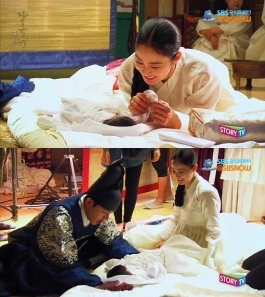 「チャン・オクジョン」キム・テヒ、赤ちゃんに「いないいないばあ」する姿も美しい!