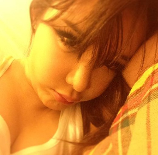 2NE1パク・ボム、ベッドでのセクシーセルフショット、注目集める!