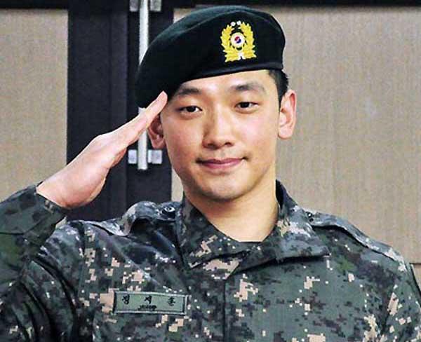 芸能兵士Rain(ピ)、除隊に国内外ファン800人駆けつける