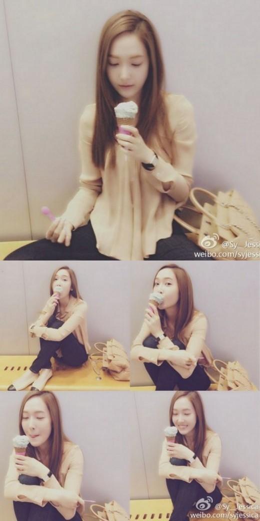 少女時代ジェシカ、キュートにアイスクリーム食べる姿公開で、ニックネームは「アイスクリームの女神」に?!