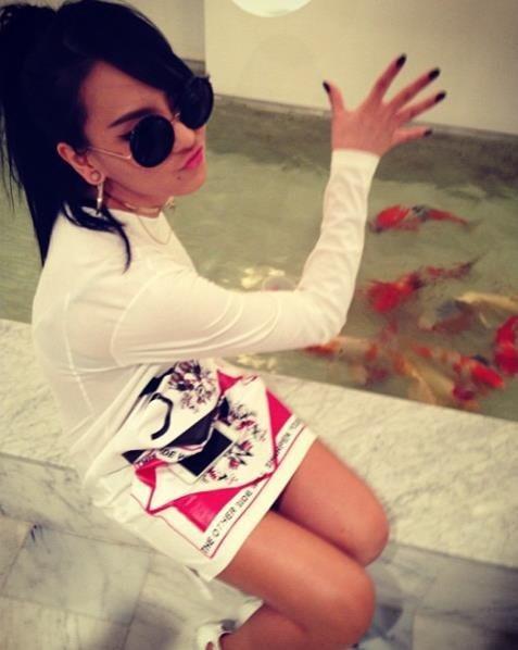 金髪がトレードマークの2NE1 CL、今度は黒髪でイメージチェンジ!