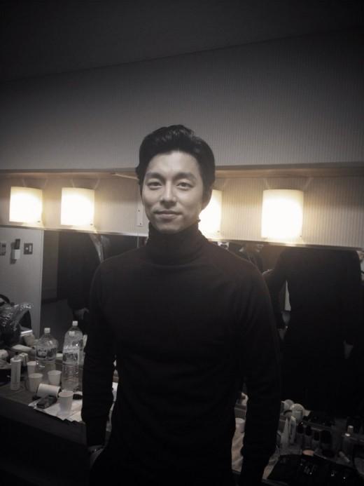 コン・ユ、日本ファンミーティング控え室での写真公開!「穏やかなカリスマ」