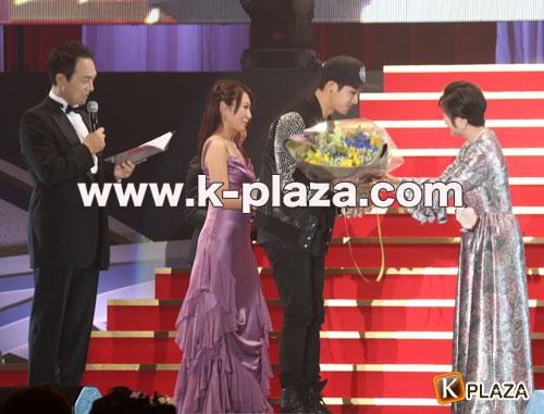 Korean Entertainment 10th Anniversary Awards in Japan その2 ミュージック大賞 キム・ヒョンジュン(リダ)登壇他