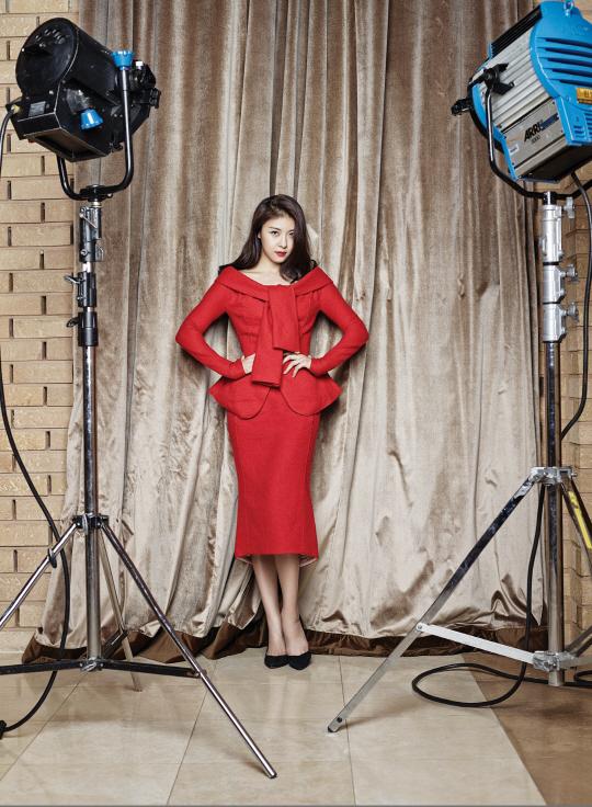 ハ・ジウォン、4年ぶりに釜山国際映画祭のレッドカーペットを踏んだ!