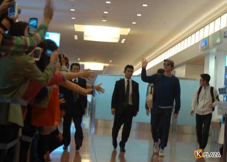コン・ユ 本日、羽田空港に到着! 約200名のファンがお出迎え!