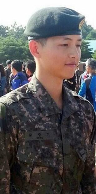 ソン・ジュンギ、新兵教育訓練終了するも、やつれた表情が報道され心配の声も…