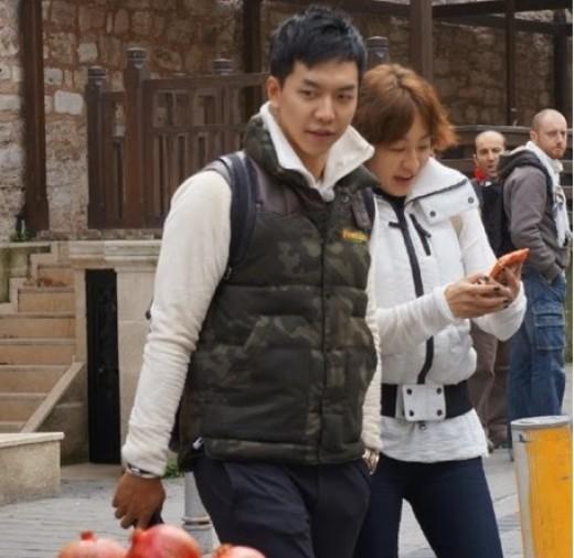 「花よりお姉さん」イ・スンギ&イ・ミヨン、トルコの町並みを歩く姿がキャッチされる!