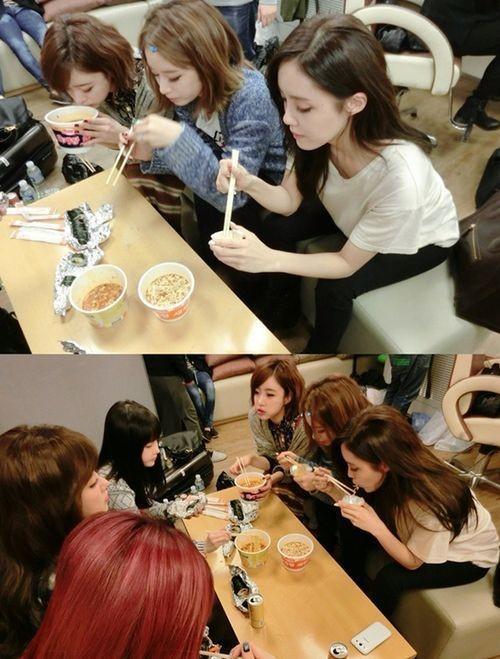 T-ara(ティアラ)の日常、昼食は控室でのり巻きとラーメン!