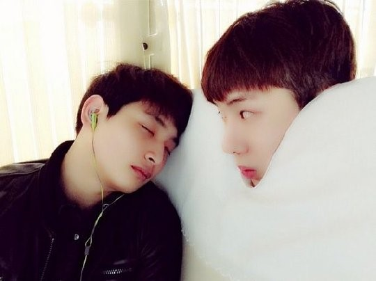 2AMチョグォン、ジヌンの寝姿を電撃公開!ぐっすり眠るジヌンに…