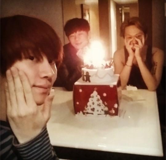 BEASTジュンヒョン、今年の誕生日は、SUPER JUNIORヒチョルら男3人で過ごす誕生日パーティに!