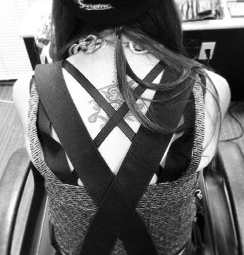 BoA、天使のタトゥーを公開!モノクロ写真でセクシーな後姿に視線集まる