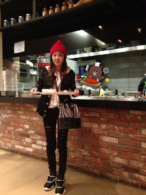 2NE1ダラ、ファン大注目のYG食堂で認証ショット!「ごちそうさまでした」