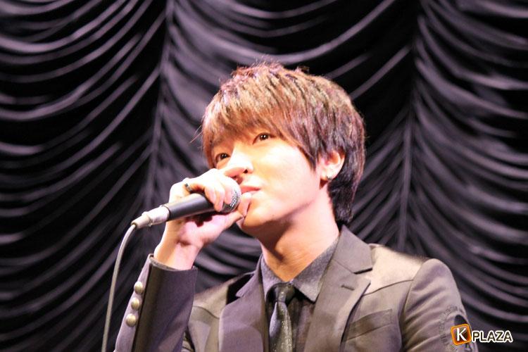 超新星・ユナク 初の全国握手会ツアーファイナル・ソロで初の熱唱!