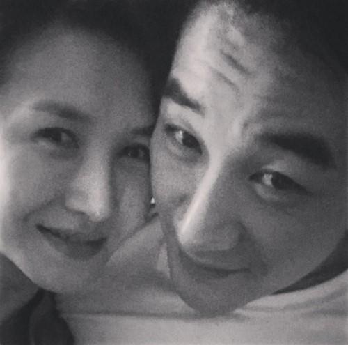 オム・テウン、妻とのツーショット写真公開!「愛すると似てくるのか?似ているから愛するようになったのか?」