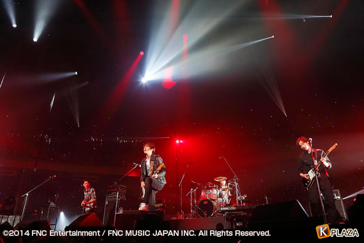 「2013 FNC KINGDOM IN JAPAN -Fantastic&Crazy-」2Days開催!初日、速報レポート!